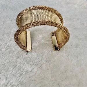 Fashionable wrist jewelry